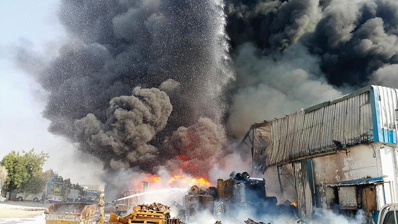 أغلب حرائق المناطق الصناعية بسبب عدم الالتزام باشتراطات الوقاية والسلامة.   أرشيفية