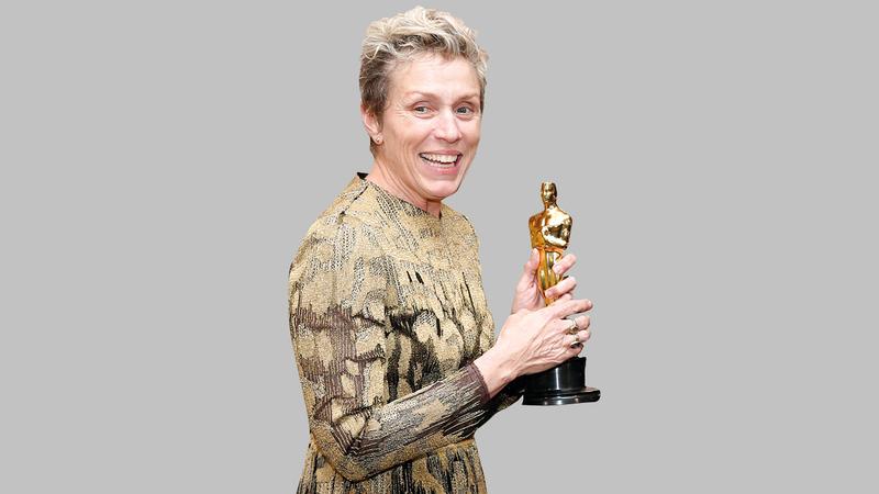 نجمة «نومادلاند» فرانسس ماكدورماند فازت بجائزة أفضل ممثلة. أ.ب