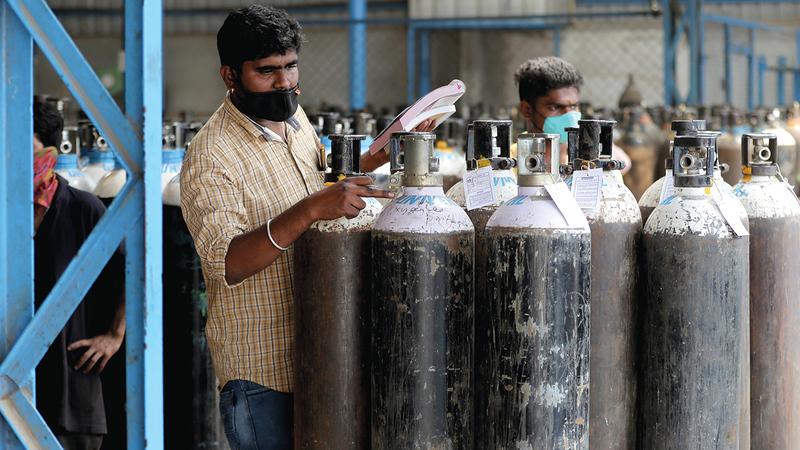 نقص إمدادات الأكسجين في المستشفيات الهندية أسهم بشكل كبير في زيادة عدد الإصابات. أ.ب