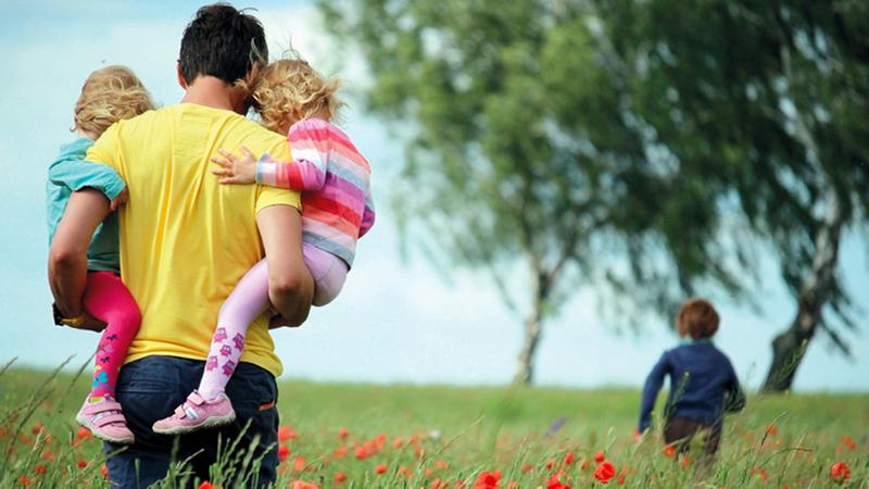 الخدمات الاجتماعية تحرم العائلات من أطفالها حفاظاً عليهم.   أرشيفية