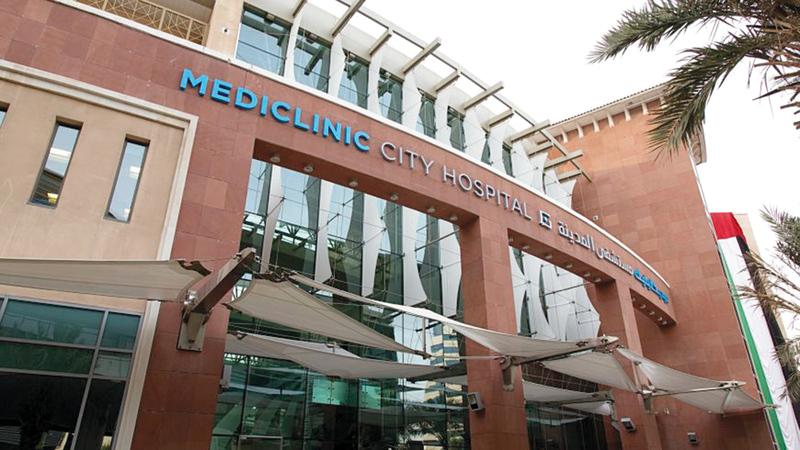 إجراء العمليات للبالغين ومباشرة علاجهم في مستشفى «ميديكلينيك المدينة» في دبي.   أرشيفية