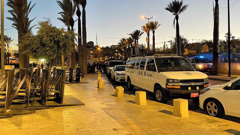 يحظر الوجود في ساحة ومدرجات باب العامود.   الإمارات اليوم
