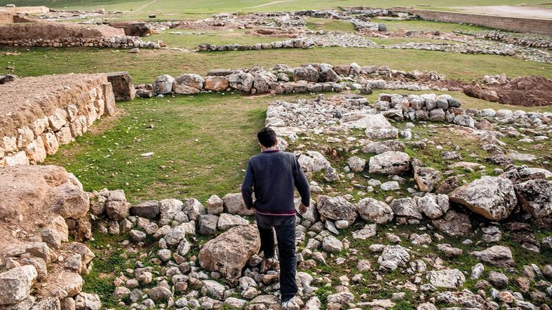 عائلات سورية وجدت المأوى في الأنقاض القديمة. أرشيفية