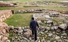 الصورة: المواقع الأثرية الرومانية والبيزنطية.. الملاذ الأخير للسوريين الفارّين من الحرب