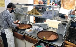الصورة: «قلب اللوز» حلوى رمضانية تتوارثها الأجيال في الجزائر