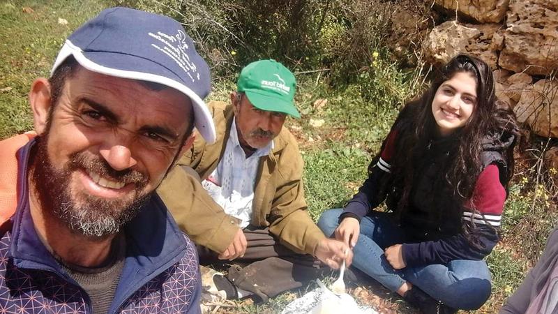 عائلة سعد صلاح تعيش وحيدة في «شوشحلة» متشبثة بأرضها. الإمارات اليوم