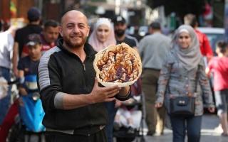 """الصورة: """"الناعم"""" حلوى سورية تتحدى الغلاء"""