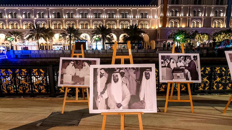 المعرض يعد محطة للمعرفة في ليالي رمضان.  من المصدر