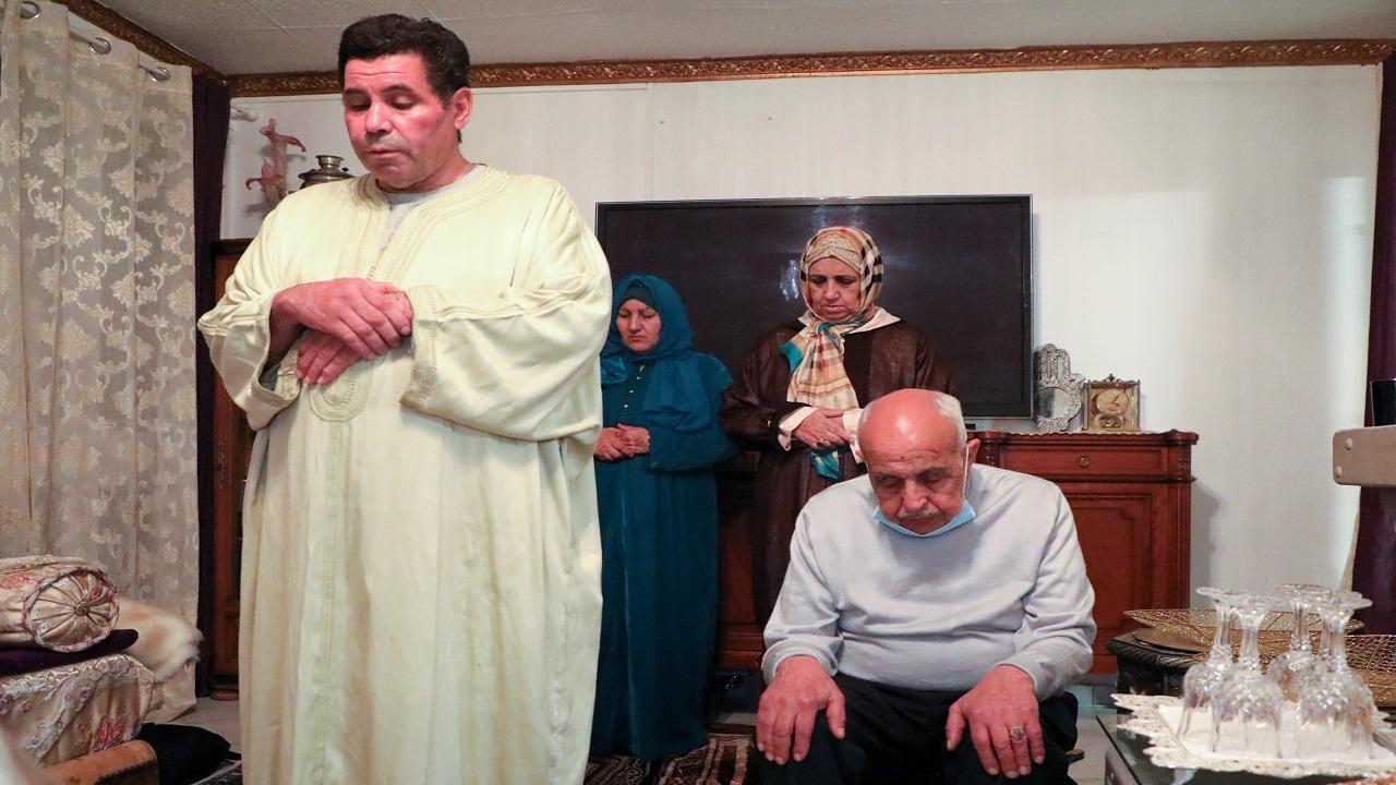 عائلة المجاهد: نفتقد المسجد والصلاة فيه. رويترز