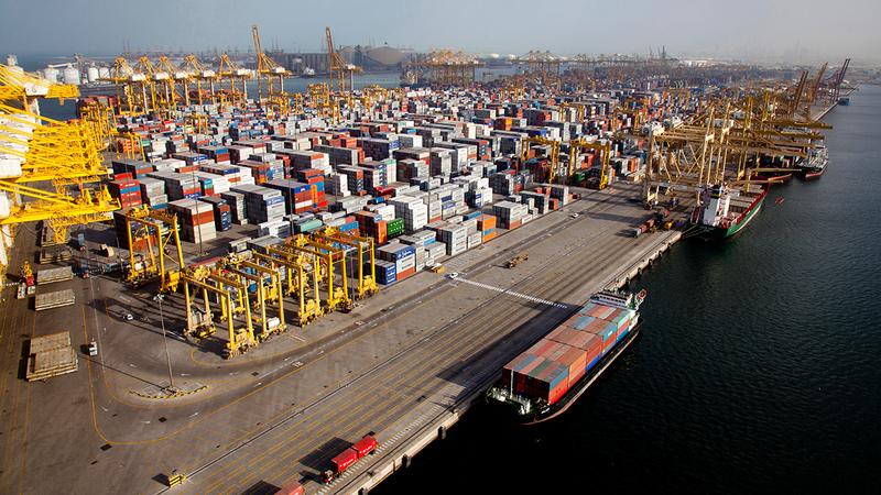تعزير التجارة الخارجية والانفتاح على العالم كأحد مكونات العلاقات الاقتصادية الدولية.  أرشيفية