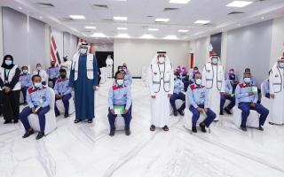 الصورة: «طرق دبي» توزّع المير الرمضاني على سائقي الحافلات والأجرة