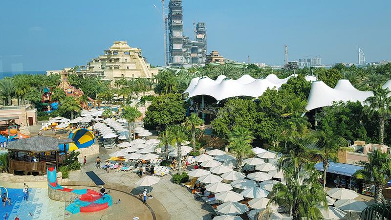 مواطنون ومقيمون قرروا الإقامة في فنادق الدولة خلال عطلة عيد الفطر. À الإمارات اليوم