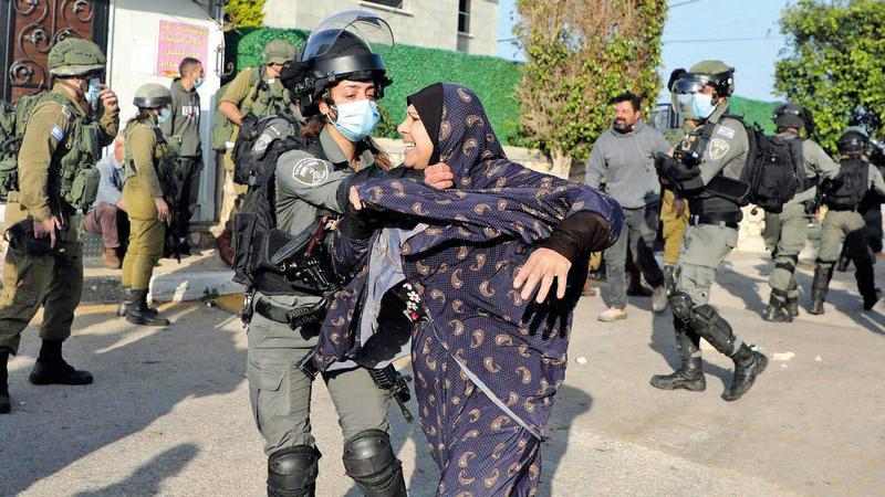 قوات الاحتلال لا تترك للفلسطينيين فرصة لكي يعيشوا حياة طبيعية.   أرشيفية