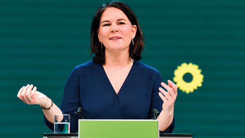 تعتبر نالينا بيربوك التي تشارك في حزب الخضر المرشحة الأوفر حظاً لشغل منصب المستشارة.   أ.ف.ب