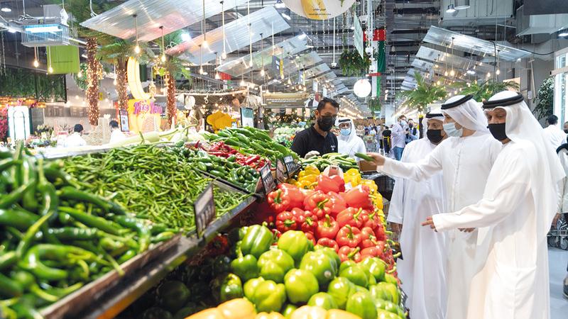 «الاقتصاد» نفّذت جولة ميدانية في السوق المركزي للخضراوات والفواكه.   تصوير: أحمد عرديتي
