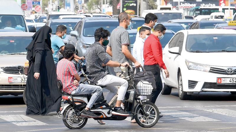 تساؤلات أثيرت أخيراً حول المسؤولية القانونية على أصحاب الدراجات الكهربائية في حال الحوادث.   أرشيفية