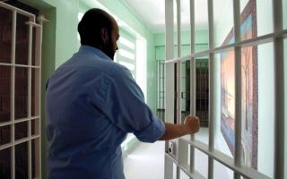 الصورة: «بيت الخير» ومتبرعان يتكفلون بمديونيات 5 سجناء