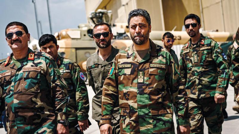 الجنرال ضياء (في الوسط) قال إن حرب الولايات المتحدة ضد «القاعدة» ليست هي الأولوية الأولى بالنسبة لدولته.  أرشيفية