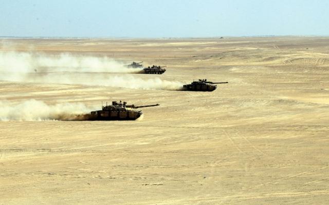 الصورة: حكام الإمارات: قواتنا المسلحة مصدر عز وحصن حصين وسياج منيع