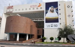 الصورة: بلدية دبي تغلق 4 مؤسسات وتحذّر 26