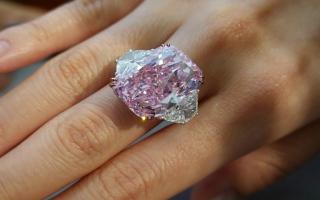 """الصورة: خاتم الألماس الوردي """"ساكورا"""" للبيع في مزاد"""