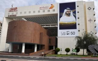 الصورة: بلدية دبي تغلق 13 مؤسسة وتنذر 112 لمخالفة تدابير «كورونا»
