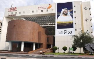 الصورة: «بلدية دبي» تغلق مؤسسة غذائية ومغسلة لمخالفة تدابير «كورونا»