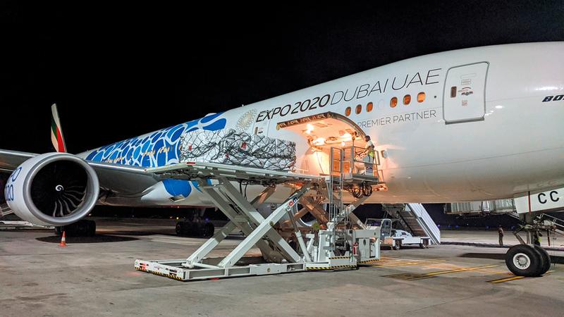 «طيران الإمارات» نقلت نحو 100 مليون جرعة من لقاح «كوفيد-19» إلى 85 بلداً.   من المصدر