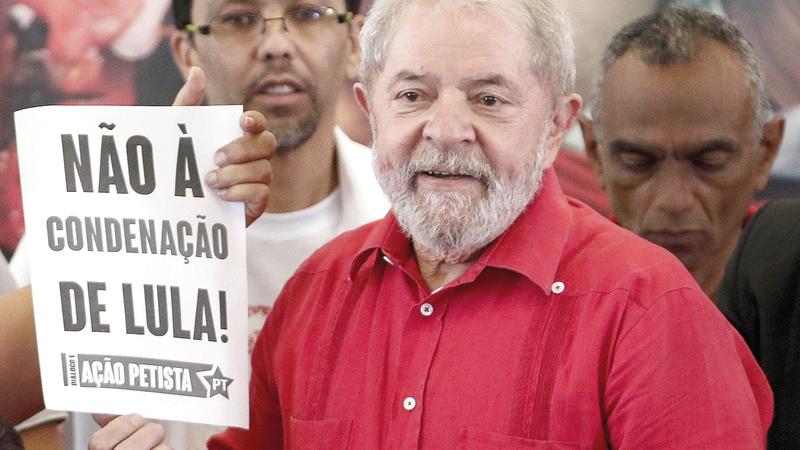 من المرجّح أن يواجه الرئيس السابق لويس لولا دا سيلفا الرئيس الحالي بولسونارو في الانتخابات المقبلة.  أ.ف.ب