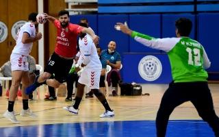 """عاجل.. اتحاد اليد يتوج شباب الأهلي بكأس الإمارات تنفيذاً لقرار """"التحكيم الرياضي"""""""