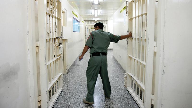 «الهلال الأحمر» تنهي معاناة المئات من الموقوفين عبر برنامج رعاية السجناء. أرشيفية