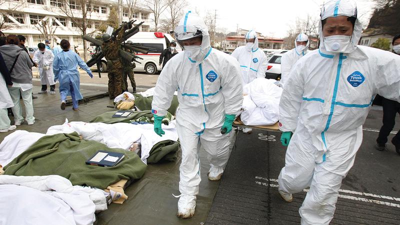 عمال إنقاذ زلزال فوكوشيما أطلق عليهم الإعلام الغربي صفات من قبيل «نينجا نووية في مهمة انتحارية».  أ.ب