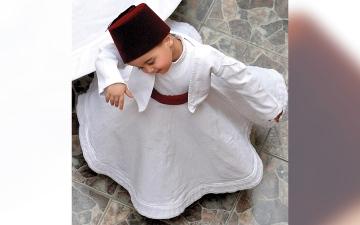 الصورة: أصغر دراويش سورية تعلّم «المولوية» قبل الكلام