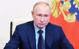 الصورة: بوتين يأمر بمراجعة قوانين حمل السلاح في روسيا