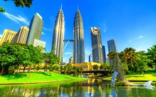 الصورة: أميركا تعيد نصف مليار دولار مسروقة من صندوق التنمية لماليزيا