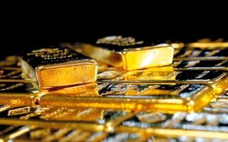 الصورة: الذهب يهبط بفعل صعود الدولار وعائدات السندات