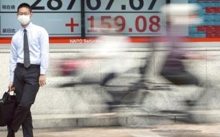 الصورة: إحجام «المركزي» عن دعم السوق يهبط بأسهم اليابان