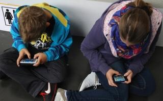 الصورة: %23 من الألعاب على هواتف الأطفال في الشارقة قتالية