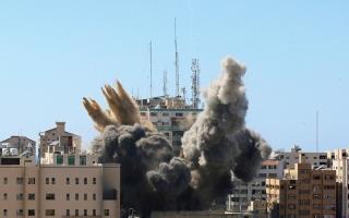 الصورة: ضربات جوية على غزة وصواريخ باتجاه تل أبيب في سادس أيام القتال