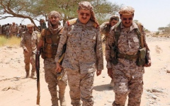 الصورة: وزير الدفاع اليمني يتفقد سير العمليات القتالية في مأرب