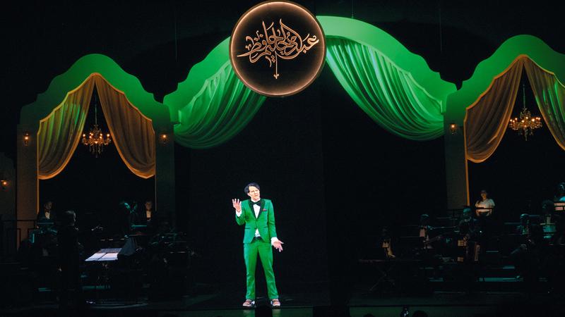 «العندليب» أحيا الحفل الهولوغرامي على مسرح دبي أوبرا.   من المصدر