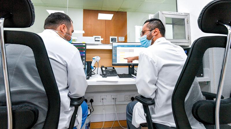 جهود أطباء المستشفيات الميدانية أسهمت في ابتكار مبادرات لرفع معنويات المرضى.   من المصدر