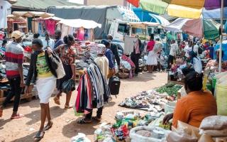 الصورة: «كورونا» يزيد الفجوة بين الاقتصادات الغنية والفقيرة