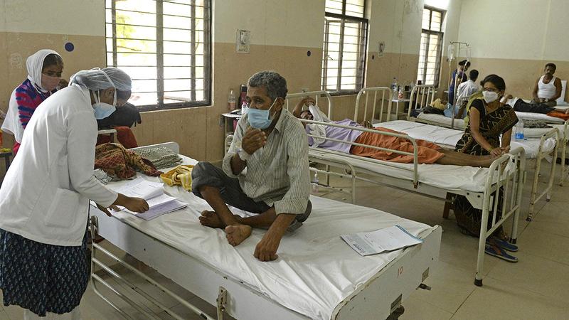 المرضى المصابين بالفطريات السوداء في مستشفى حكومي في حيدر أباد. أ.ف.ب