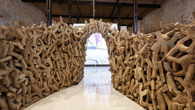 المعرض يقدم حلاً بديلاً ومستداماً للأسمنت.  من المصدر