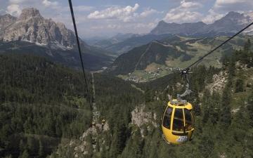 الصورة: ارتفاع حصيلة ضحايا سقوط عربة تليفريك في إيطاليا إلى 14 شخصاً