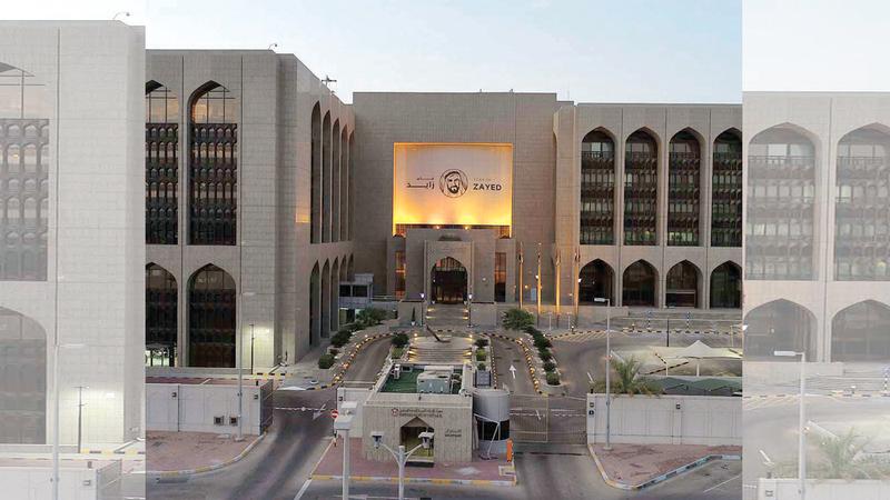 «المركزي » يهدف إلى توظيف 7500 من الكوادر الإماراتية في القطاع ضمن خططه للتوطين بنهاية 2022. أرشيفية