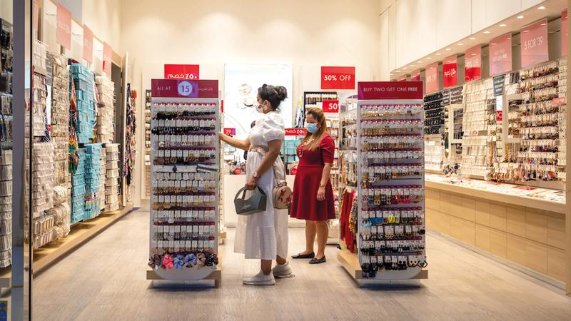 جميع مراكز التسوّق والمتاجر المشاركة تلتزم بإجراءات الصحة والسلامة.   من المصدر