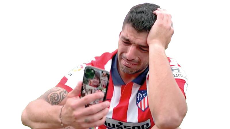 • النجم الأوروغوياني غادر برشلونة باكياً قبل بداية الموسم وأنهاه في قمة الفرح.