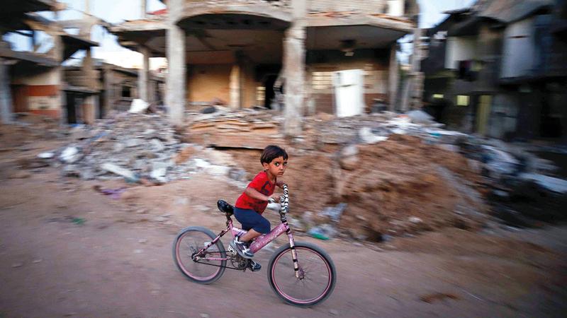 دمار كبير طال البنية التحتية في قطاع غزة.   رويترز
